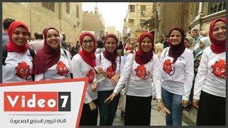 طلبة صيدلة القاهرة يقومون بحملة توعية طبية لرواد شارع المعز