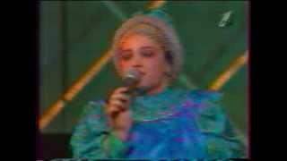 Смотреть клип Надежда Кадышева И Ансамбль Золотое Кольцо - В Эту Ночь Я Была Молодая