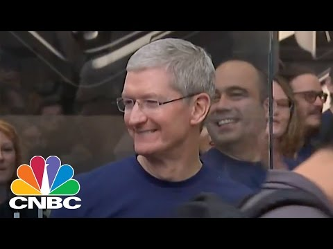 Tim Cook Opens Apple Store In Palo Alto | CNBC