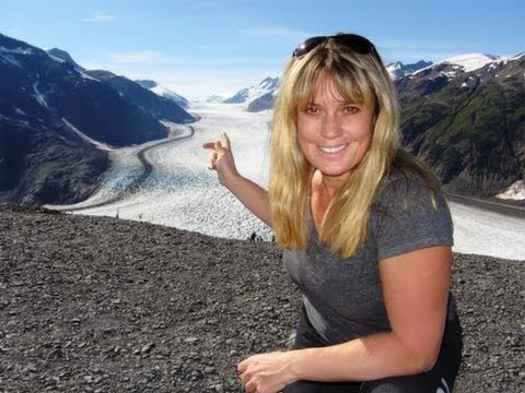 Discover Salmon Glacier And The Bears At Fish Creek