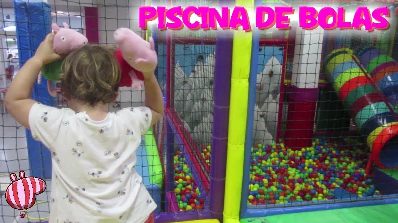 Peppa pig y beb humano bailan en la piscina de bolas y 30 for En pelotas en la piscina