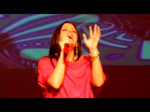 """Sara Evans """"A Real Fine Place to Start"""" 12/9/2010 Schenectady, NY"""
