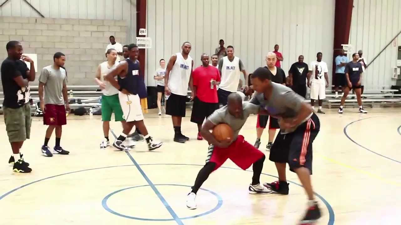 Kevin Hart with the pros at Impact Basketball.