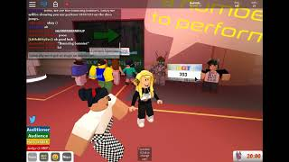 Laging the holl time in Roblox Got Talent