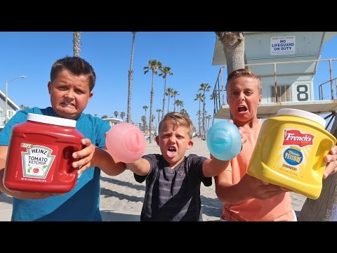 EPIC WUBBLE BUBBLE FOOD FIGHT! Unpoppable Water Bubble!