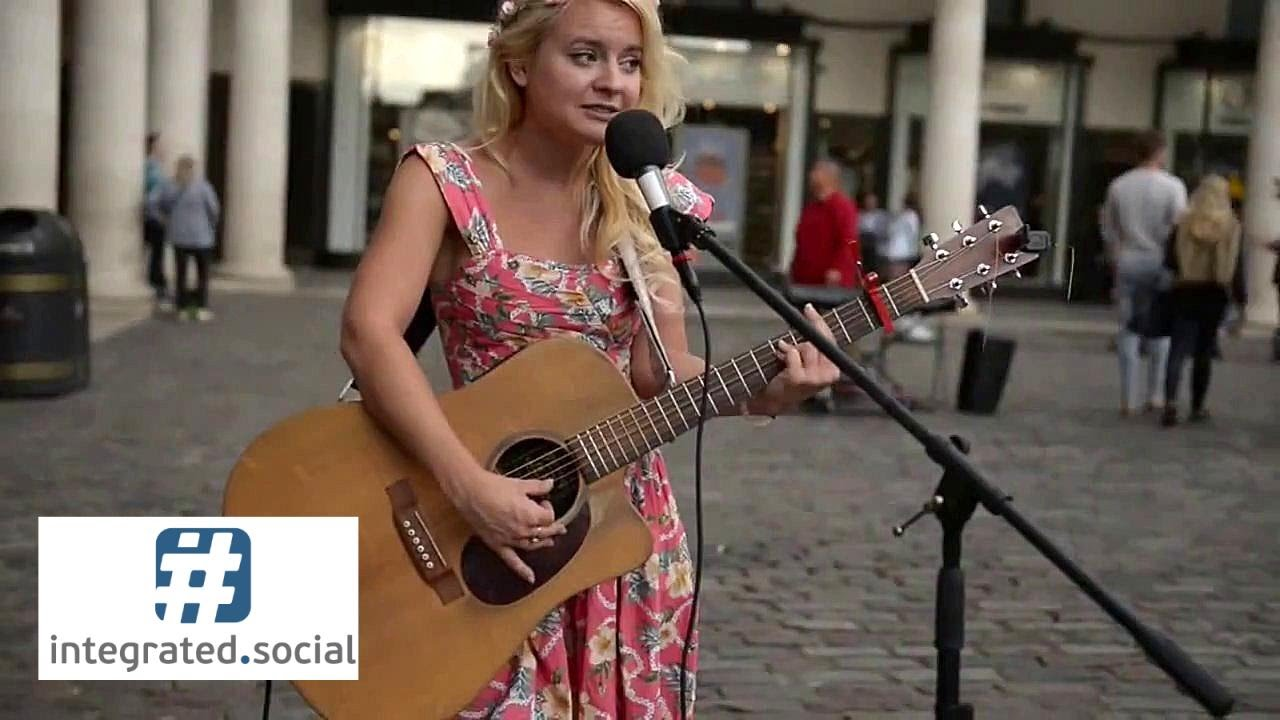 Jessie J Фото live street performance jessie j price tag guitar cover