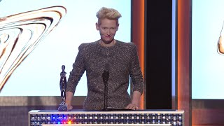 2016 CFDA FASHION AWARDS: Tilda Swinton Reads out Letter to David Bowie