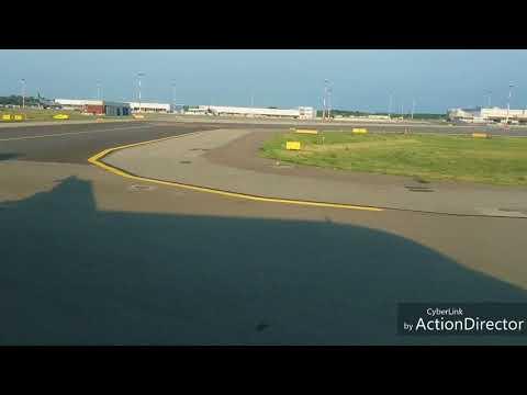 Il decollo da Milano.Malpensa con un A-320 di EasyJet