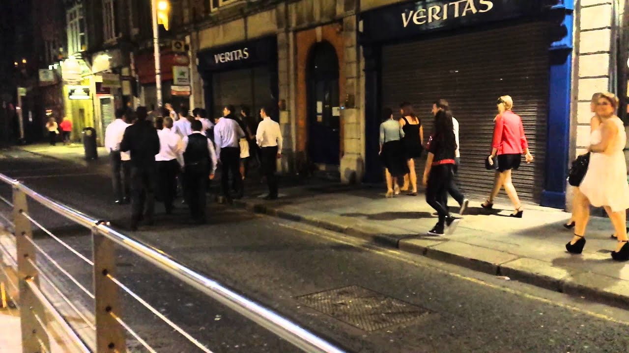 Dublin by night drunk people meet drunk people. - YouTube