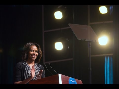 The First Lady Speaks on Education at Number 7 School in Chengdu, China