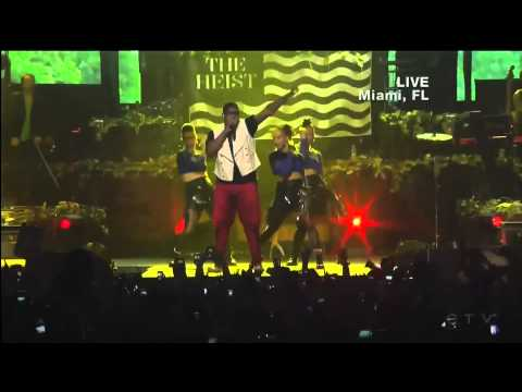 Macklemore & Ryan Lewis - Can't Hold Us (LIVE)