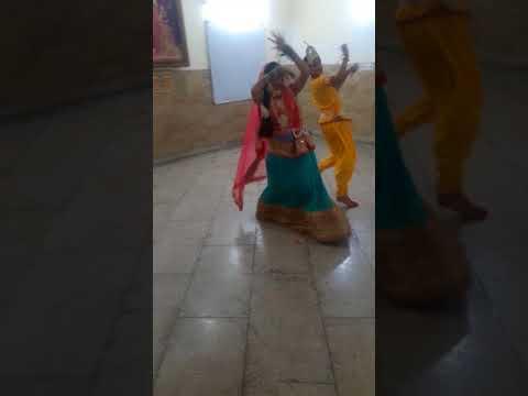 Kanha barsane mein aai jaio bulai gai radha pyari krishna bhajan