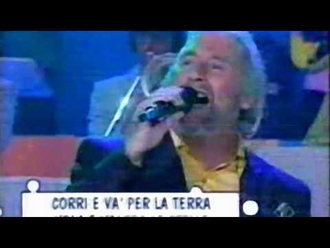 Douglas Meakin canta