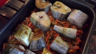 Минтай, запечённый с овощами.