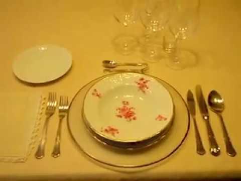 C mo montar la mesa y el servicio del camarero youtube - Como se sirve en la mesa ...