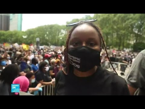 متظاهرة أمريكية من أصول إفريقية في تكريم فلويد: إنهم يقتلوننا منذ زمن بعيد  - نشر قبل 39 دقيقة