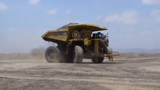 Run with Confidence: Cat® Large Mining Trucks