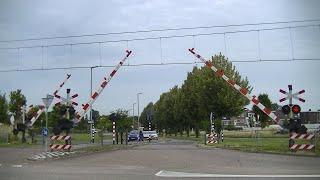 Spoorwegovergang Heerlen // Dutch railroad crossing