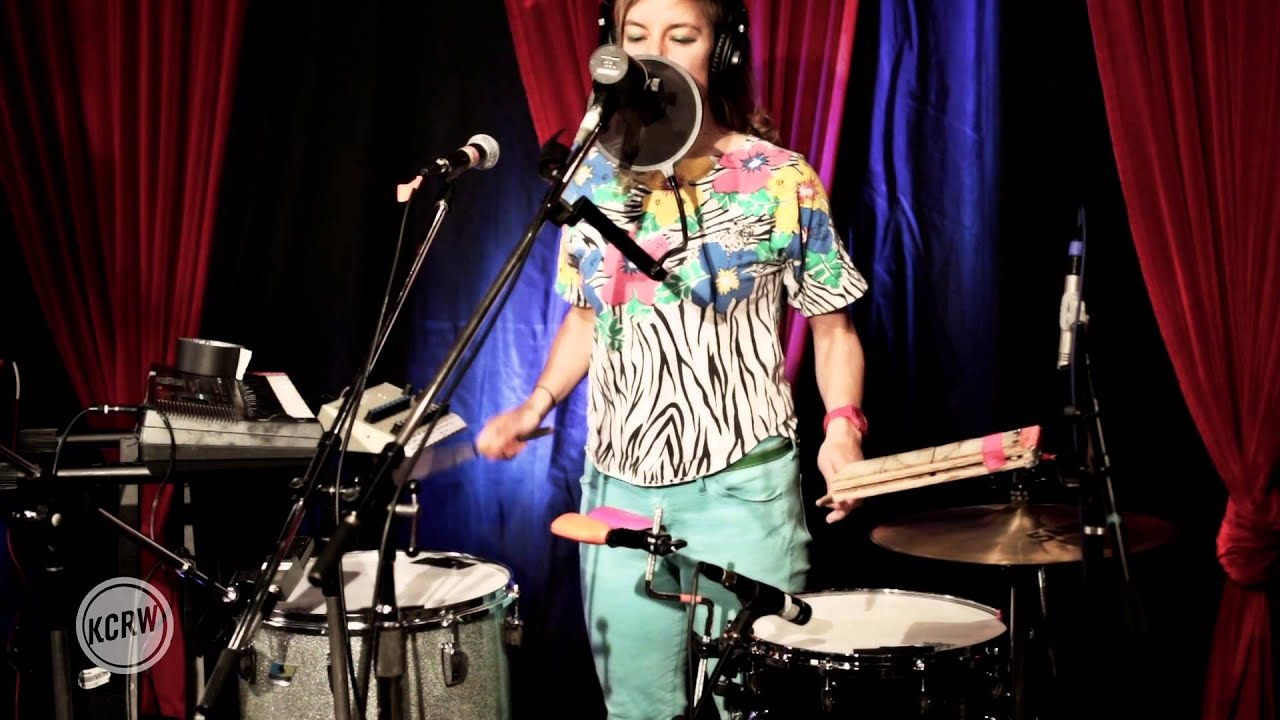 "tUnE-yArDs performing ""Water Fountain"" Live at the Village on KCRW"