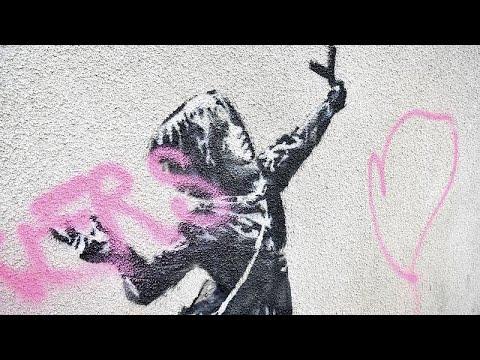 تخريب لوحة للفنان بانكسي على جدار في بريستول في المملكة المتحدة…  - 12:00-2020 / 2 / 16