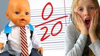 La Poupée Baby Born Montre ses NOTES  d´ÉCOLE - Back to School