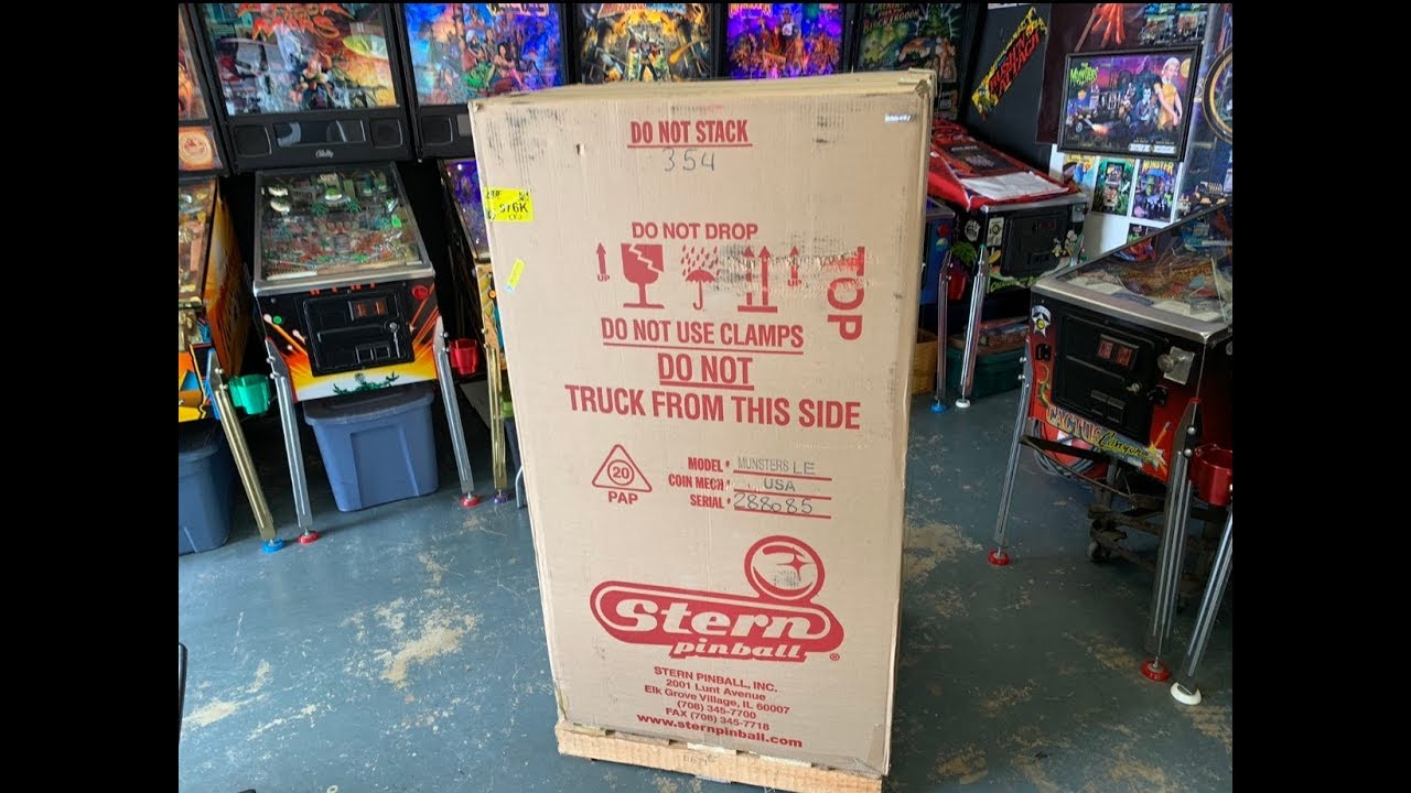 Munsters Limited Edition Pinball Machine by Stern - Unboxing, Saving the  Box & Setup