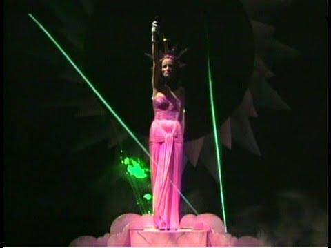 Diane Dufresne - MAGIE ROSE (En Concert au Stade Olympique de Montréal, 1984)