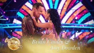 Brian Conley and Amy Dowden Cha Cha to 'Shake Your Groove Thing' - Strictly Come Dancing 2017