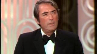 Gregory Peck presents the Jean Hersholt Humanitarian Award to Frank Sinatra