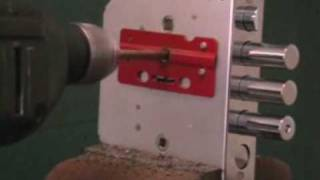 Взлом замка BORDER, методом высверливания - 2.(, 2009-07-17T12:57:11.000Z)