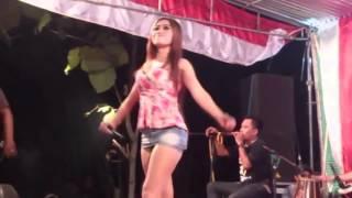 Heboh Titis Yolanda Goyang Sambil Ngangkang !!!