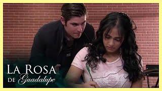 La Rosa de Guadalupe: Santiago se enamora de la equis del salón   La equis