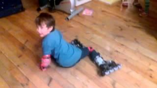Кирилл учится кататься на роликах - день первый