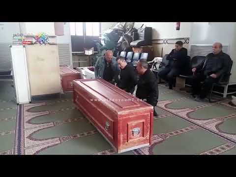 انهيار الفنان أحمد سعيد عبد الغنى من البكاء على جثمان والده  - 15:54-2019 / 1 / 18