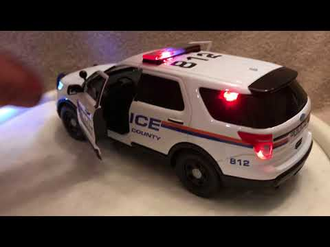 1/24 scale Nassau County New York die cast Ford Explorer model with working lights and siren