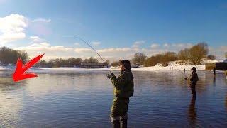 Хорош экземплярчик! Рыбалка зимой на спиннинг(Прокатились подальше от дома в поисках открытой воды и рыбы) Смотри другие видео на моем канале, подписывай..., 2017-02-27T14:20:12.000Z)