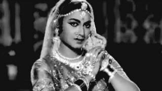 Ye Duniya Usi Ki - Asha Bhosle, Gharana Dance Song