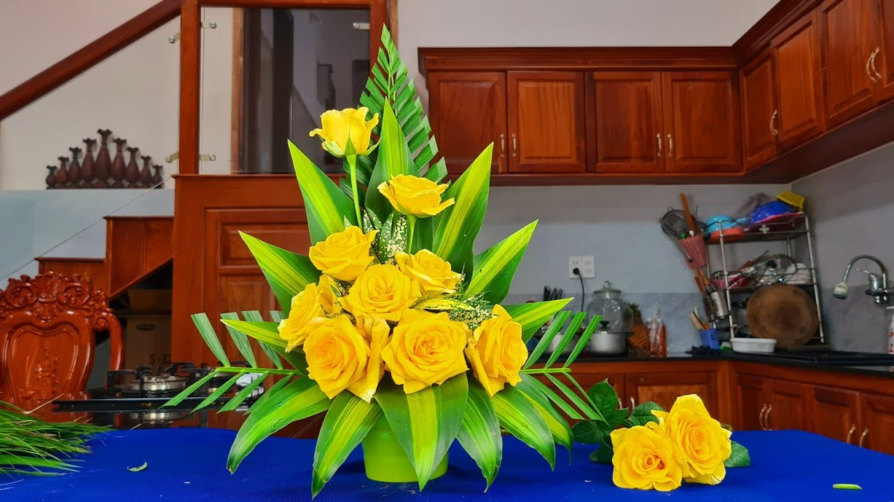 Cắm hoa bàn thờ - Cắm bình hoa hồng vàng kiểu tự do ❤