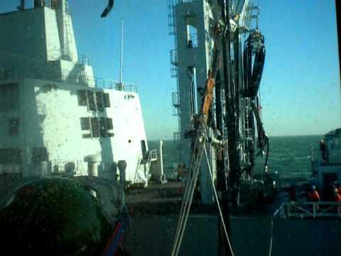 brandstof tanken op zee HrMs Holland P840