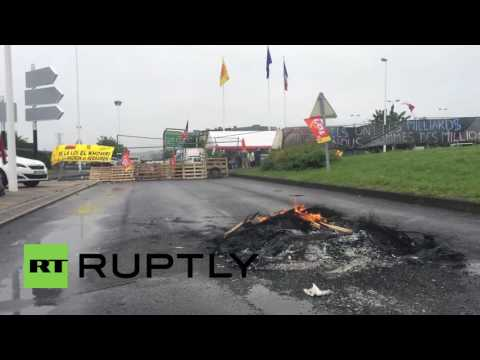 France: Labour law protesters block road to Clermont-Ferrand airport