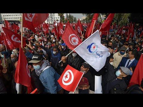 تونس: أنصار حركة النهضة يتظاهرون ويطالبون بالوحدة الوطنية…  - 23:57-2021 / 2 / 27