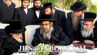 Satmar Rebbe R' Aharon Visits Skulener Rebbe In Palm Springs Teves 5770