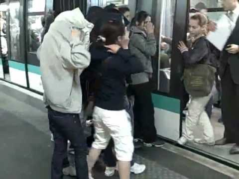Pickpockets In Paris Metro  Champs Elysees