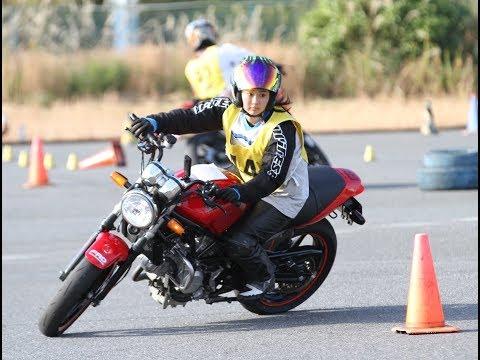 グラビアアイドルとしても活躍する平嶋夏海さんが、バイクのジムカーナ大会「関東事務茶屋杯」に参戦。大会に出るのは初めてという彼女だが...