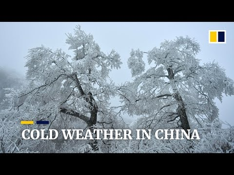 Cold weather brings snow to China