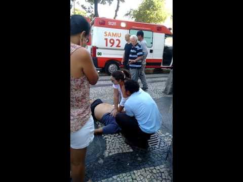 Homem tendo um infarto e a SAMU chega para o resgate!