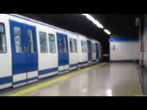 Metro de Madrid S2000 entrando en Sierra de Guadalupe