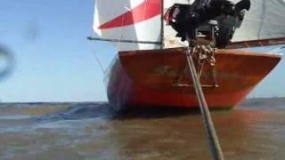 Hombre al agua en navegación solitaria