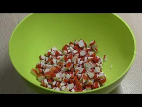 Как украсить салат с крабовыми палочками и кукурузой