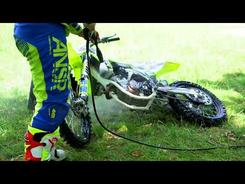 How to clean your Off-Road Bike with WD-40